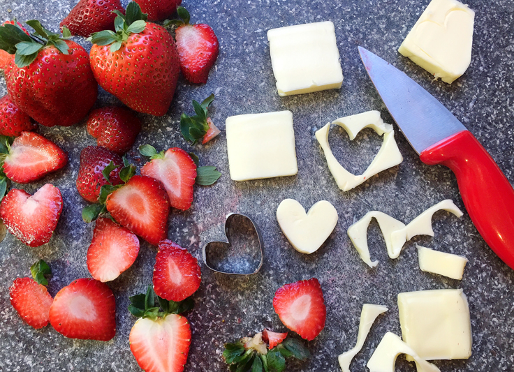 heart-lace-pancakes_butter-strawberries-CUTTing-736
