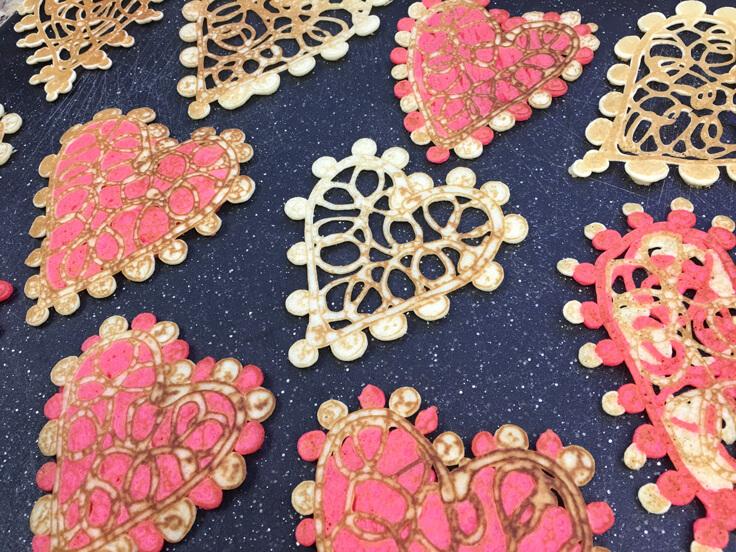 heart-lace-pancakes_pancakes_all-black-board-736