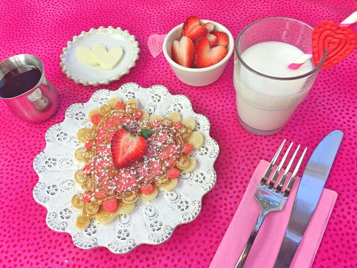 heart-lace-pancakes_powdered-sugar_736